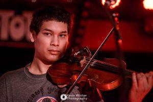 So-Kumneth Sim an der Violine bei North Alone